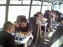 B_Guagua_jugando_dentroAjedrez_124